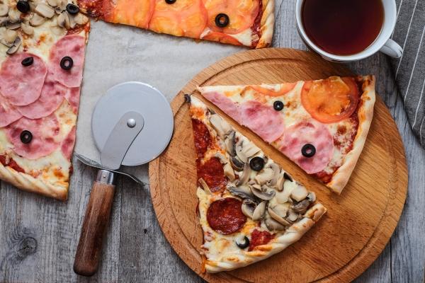 Большая пицца диаметром 44см