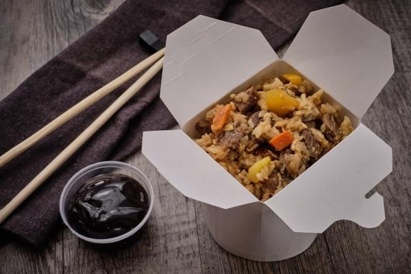 WOK рис с говядиной и овощами в устричном соусе